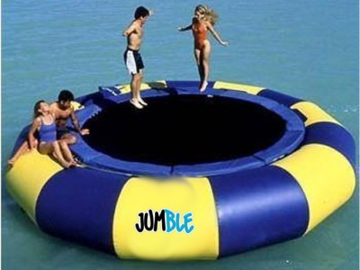 Trampoline aquatique (bouncer)